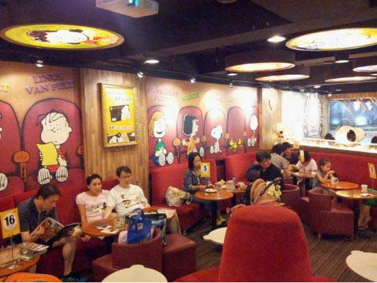 charliebrowncafe_seats